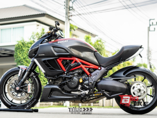 Ducati Diavel Carbon Y16