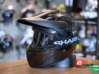 Shark Explore-R Carbon Skin Black